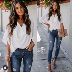 Γυναικεία μπλούζα με χαλαρό ντεκολτέ 50811 άσπρο