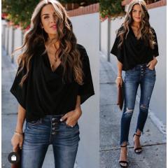 Γυναικεία μπλούζα με χαλαρό ντεκολτέ 50811 μαύρη