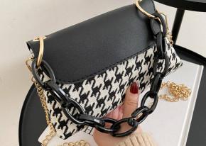 Γυναικεία τσάντα με αλυσίδα B496 μαύρη