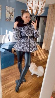 Μπουφάν με γούνα στη κουκούλα και ζώνη 82150 μαύρο/άσπρο