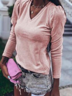 Γυναικεία μπλούζα βελουτέ με βαθύ ντεκολτέ 33205 ροζ
