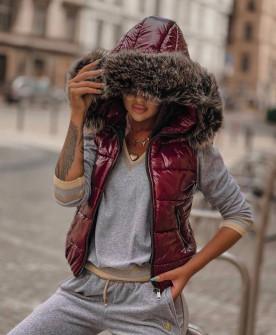 Γυναικείο γιλέκο με χνουδωτή κουκούλα 82253 μπορντό
